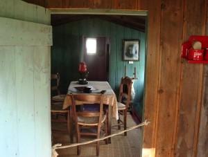 In de bokwoning hangen de foto's van mijn voorouders